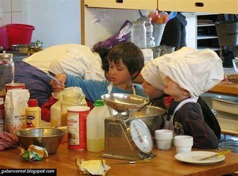 anak kecil memasak