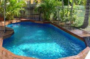 kolam renang belakang rumah