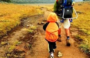 mendaki bersama anak kita