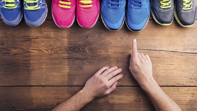 memilih sepatu olahraga